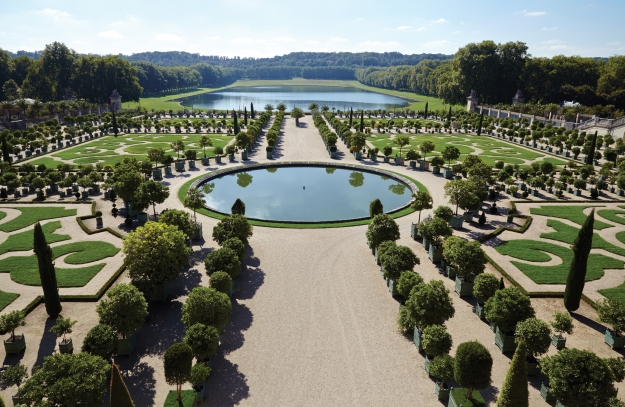 Book Review: In & Out of Paris: Gardens of Secret Delights by ...