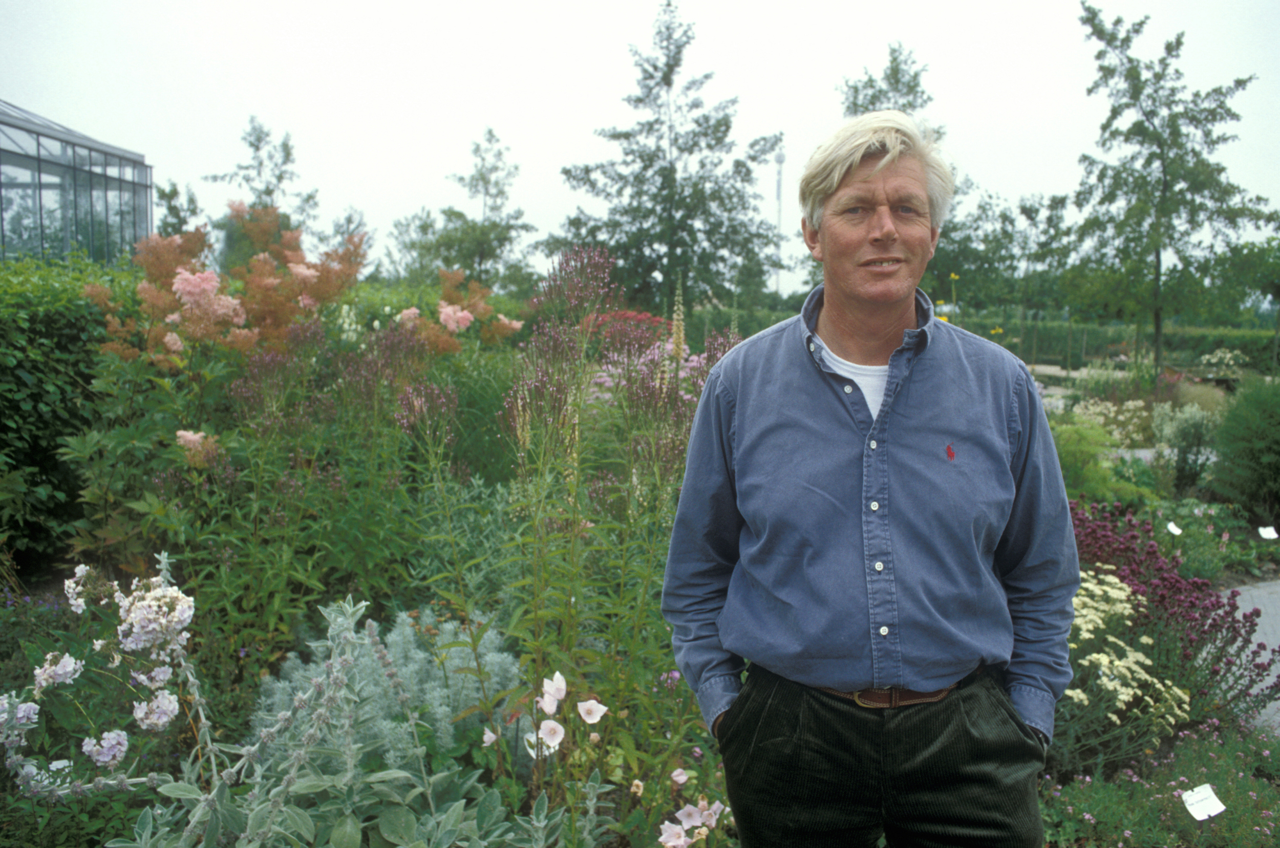 Book review hummelo a journey through a plantsman s life for Garden designers at home noel kingsbury